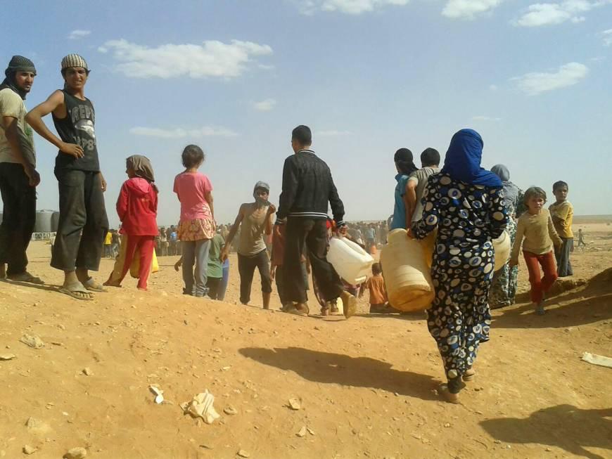 Stranded Syrian refugees' desert plight worsens as Jordan blocks aid