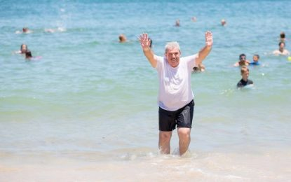 Syrian, Iraqi refugees dive into first Queensland summer with beach swim