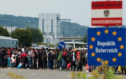 Hungary to detain refugees in container camps on border