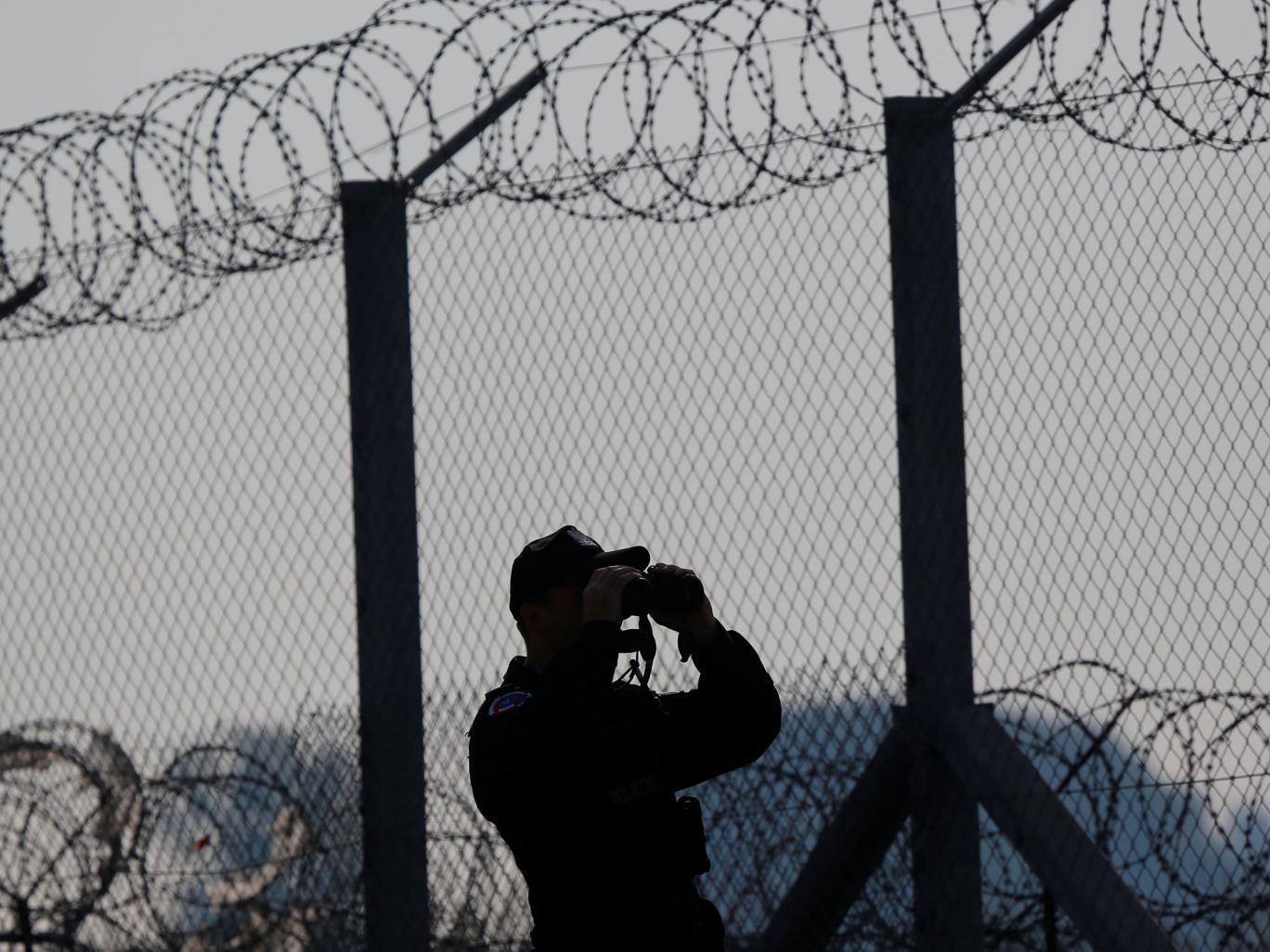 Hungarian border guards 'taking selfies with beaten migrants' as crackdown against refugees intensifies