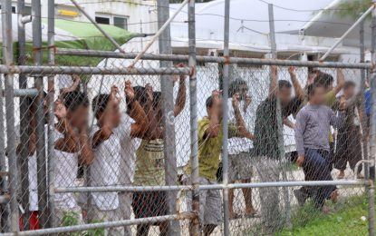 Manus Island refugee compound to begin closure in weeks, asylum seekers told