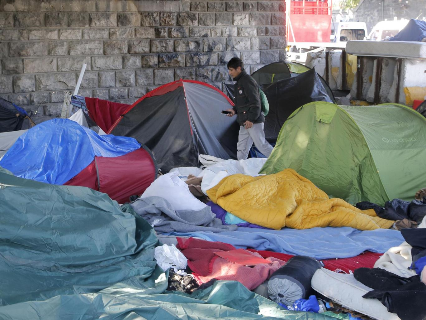 French authorities bus hundreds of refugees out of Paris to accommodation centres across France