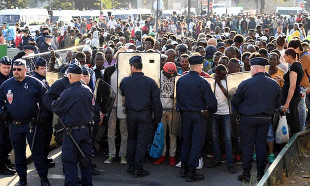 Police remove 2,000 refugees and migrants sleeping rough in Paris