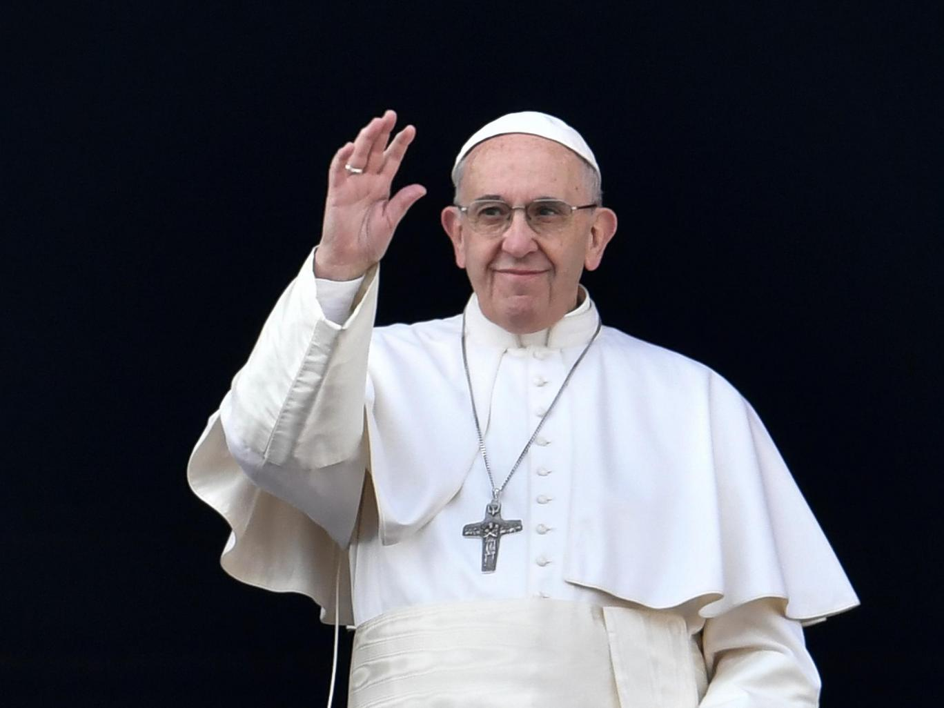 Pope Francis calls on politicians to do more to help refugees and migrants