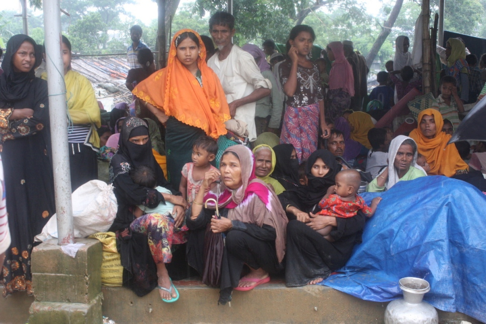 Bangladesh: Refugee camp capacity exhausted; thousands in makeshift shelters