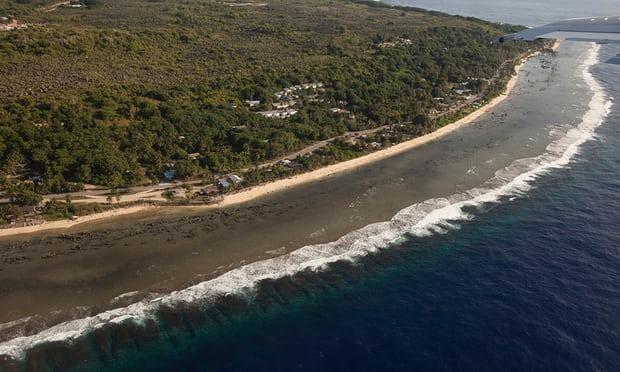 Refugees on Manus Island offered chance to move to Nauru