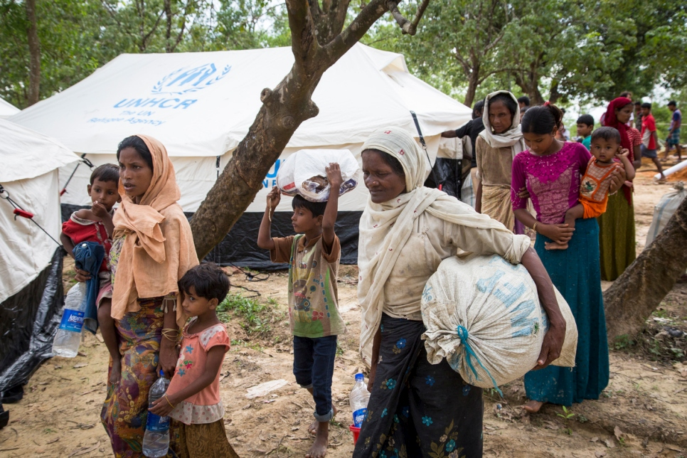 Rohingya refugees still fleeing to Bangladesh with crisis in third month