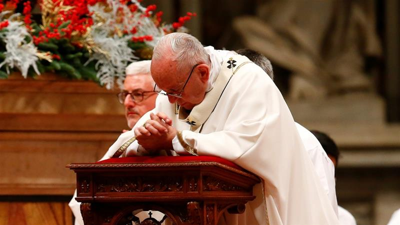 Pope Francis pleads for refugees at Christmas Eve mass