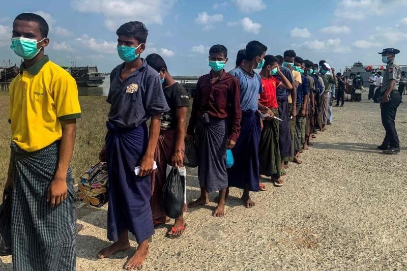 Myanmar ships 800 freed Rohingya prisoners back to Rakhine