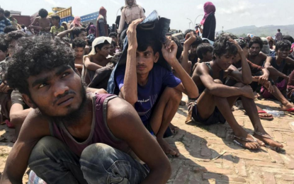 Bangladesh: Rohingya Refugees Stranded at Sea