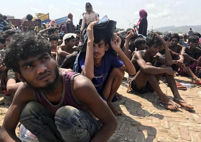 Bangladesh: Rohingya Refugees Stranded at Sea