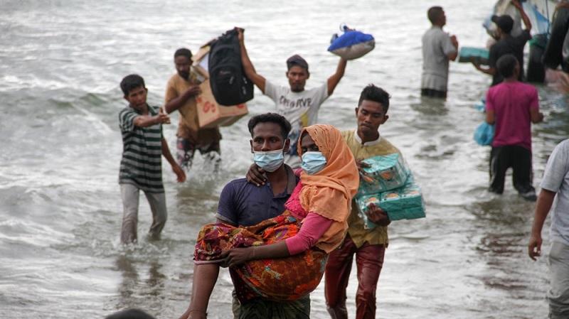 'Best of humanity': Indonesian fishermen rescue stranded Rohingya