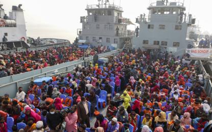 UN makes 1st visit to Bangladesh island since Rohingya relocation