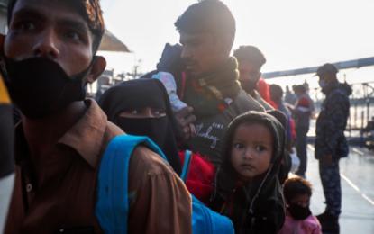 Dozens of Rohingya refugees missing as boat sinks off Bangladesh